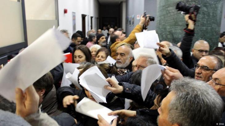 مواطنون أتراك في مدينة إزمير الجنوبية معارضون لمشروع بناء قناة اسطنبول الجديدة - ديسمبر / كانون الأول 2019. Foto: DHA