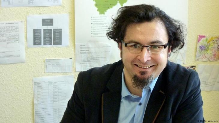 أساتذة في العلوم الإسلامية مثل مصطفى دويموس. Foto: DW