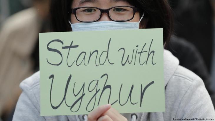 احتجاجات في هونغ كونغ في 22 ديسمبر / كانون الأول 2019 للتضامن مع الأويغور في الصين. Foto: picture-alliance/AP