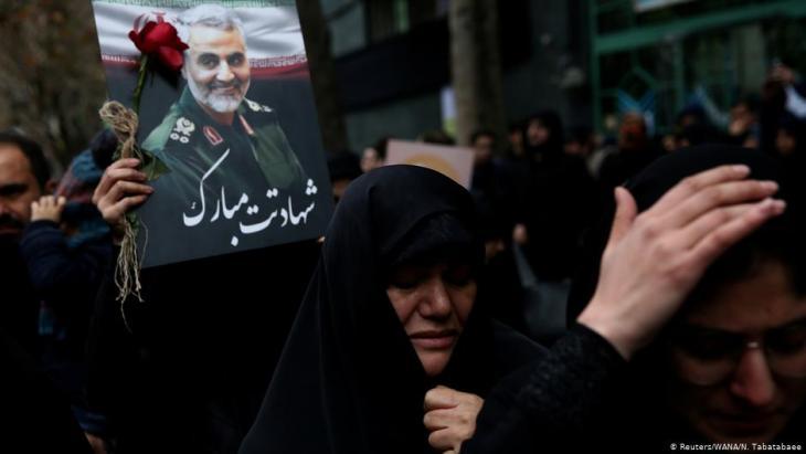 مئات الآلاف (طهران / إيران) في مسيرة حزن على مقتل الجنرال قاسم سليماني.  Foto: Reuters/WANA/N. Tabatabaee