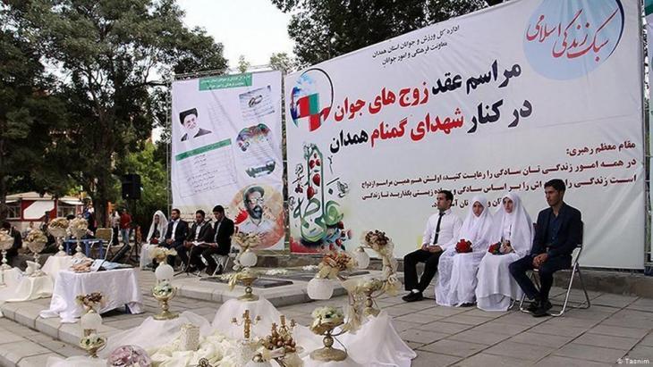 منع إقامة الأعراس في إيران بما لا يتوافق مع تعاليم الإسلام.