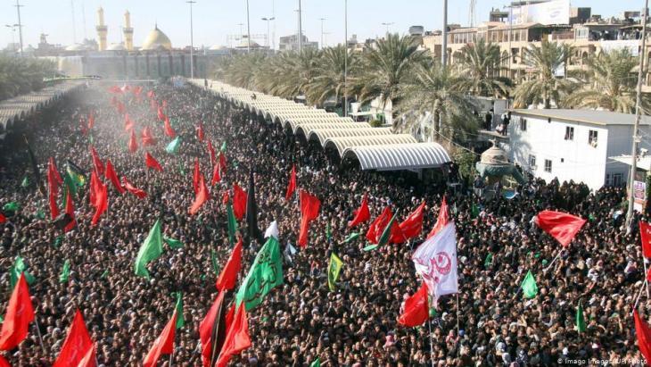 مئات آلاف الإيرانيين يشاركون كل عام في إحياء ذكرى عاشوراء وزيارة العتبات المقدسة في العراق.