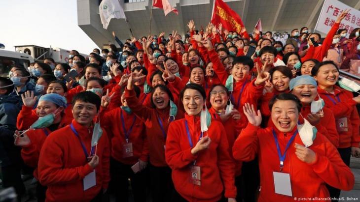 بعد تمكنها من احتواء فيروس كورونا أرسلت الصين عشرات الفرق الطبية لمساعدة عشرات الدول في مكافحة الفيروس