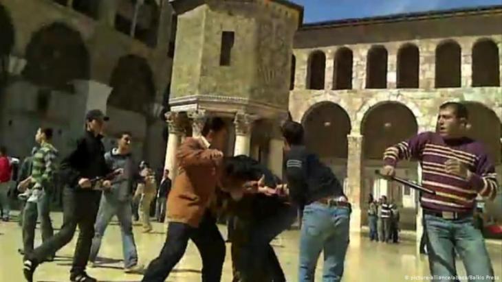جمهورية الخوف البعثية. مسلحون تابعون لمخابرات النظام السوري يهاجمون مدنيين في 11 مارس 2011
