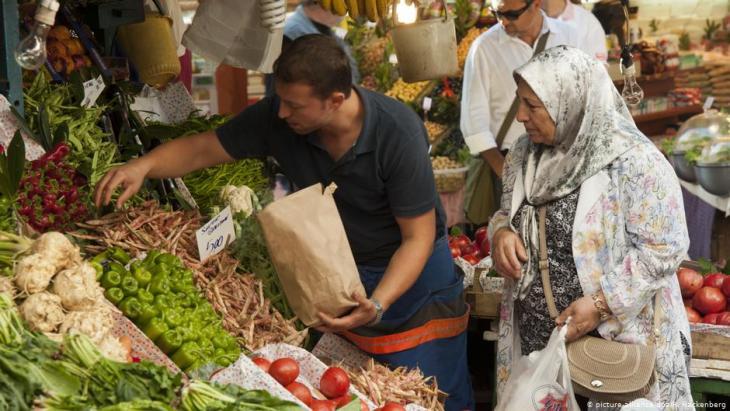 محل فواكه وخضروات في إسطنبول - تركيا.