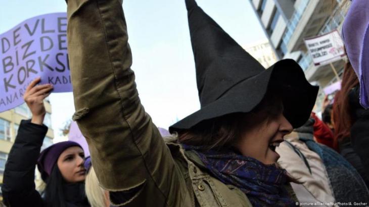 مظاهرة نسوية ضد العنف في العاصمة التركية أنقرة.  Photo: (picture-alliance/NurPhoto/A.Gocher)