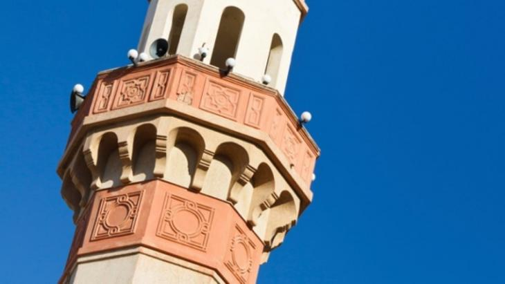 منارة مسجد وعليها ميكروفونات لرفع الأذان. Foto: AFP/Getty Images