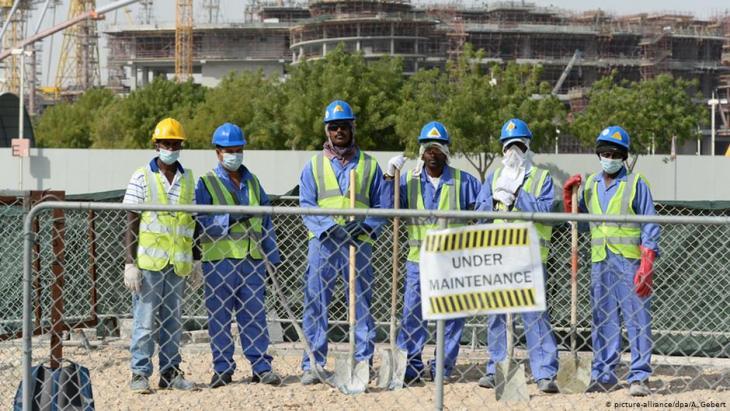 عمال سريلانكيون في أحد مواقع البناء في الدوحة - قطر. Foto: picture-alliance/dpa