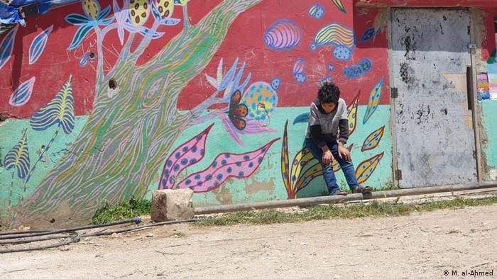 في برالياس يوجد منذ 2013 مخيم اللاجئين الصغير غير الرسمي مدين، الملقب بحسب اسم مؤسسه مدين الأحمد. تسع عائلات في ثماني خيم تعيش هناك، جميعها من مدينة قصير الواقعة في محافظة حمص.  Foto: M. al-Ahmed