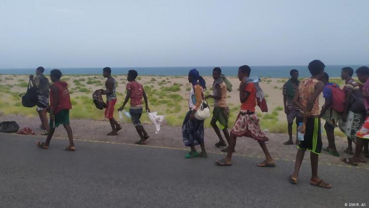 السير نحو المجهول: يقطعون آلاف الكيلومترات بحث عن حياة أفضل، ولا يعرفون المصير الذي ينتظرهم - عدد المهاجرين من أفريقيا بحراً إلى اليمن أكبر من عددهم إلى أوروبا عبر البحر المتوسط.