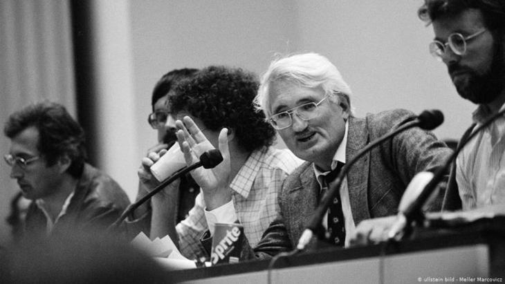 هابرماس في مؤتمر ادورنو، نقاش عام في جامعة فرانكفورت عام 1983.