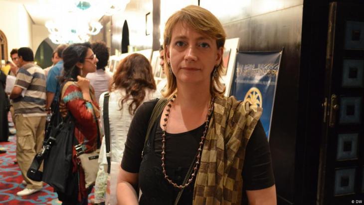 السيدة الألمانية هيلا مويس كانت تدير برامجَ فنِّيةً لمنظمة تركيب بغداد للفنون المعاصرة، التي يتلقى بعضها الدعم من قِبَل معهد غوته الألماني. Foto: DW