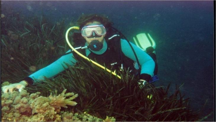 الغواصة سامية باليسترو - تقوم جمعية هوم البيئية، ومقرها محافظة تيبازة في الجزائر، بتنظيف السواحل والبحر. Foto: Samia Balistrou