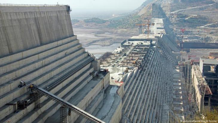 سد النهضة الإثيوبي الكبير على نهر النيل.  Foto: picture-alliance/dpa/G.Forster