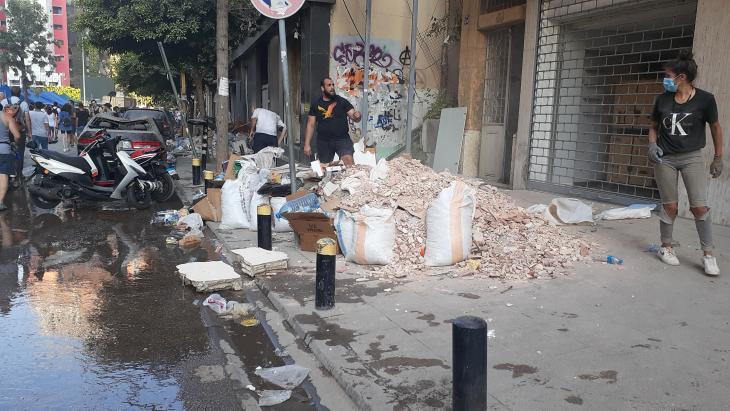 حي الجميزة  - أعمال تنظيف بعد انفجار مرفأ بيروت - لبنان.Foto: Julia Neumann
