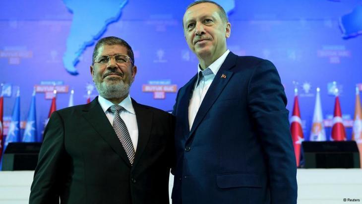 الرئيس التركي رجب طيب إردوغان والرئيس المصري الأسبق محمد مرسي. (photo: Reuters)