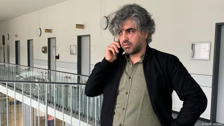 المخرج السوري وأحد ضحايا التعذيب والشاهد في القضية فراس فياض. Foto: (DW/M. von Hein)