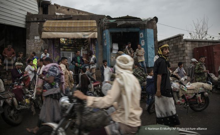 كثير من المهاجرين الأفارقة يتخذون من اليمن محطة عبور إلى السعودية ودول الخليج.  Foto: Nariman El-Mofty/AP