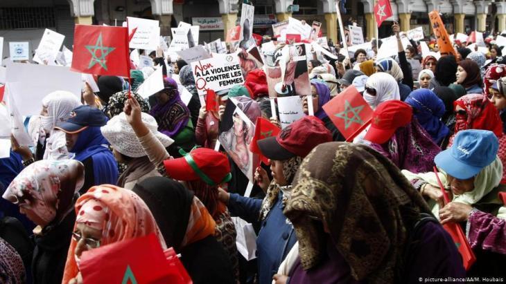 نساء مغربيات يتظاهرن ضدَّ العنف بحقّ المرأة في اليوم العالمي للمرأة 2018. (photo: picture-alliance/AA/M. Houbais)