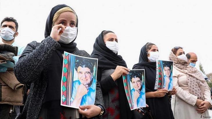 حزن على المغني والموسيقي والملحن الإيراني الشهير محمد رضا شجريان -الملقب بالأستاذ- توفي في طهران في 08 / 10 / 2020 عن عمر ناهز الـ 80 عاما. Foto: Tasnim