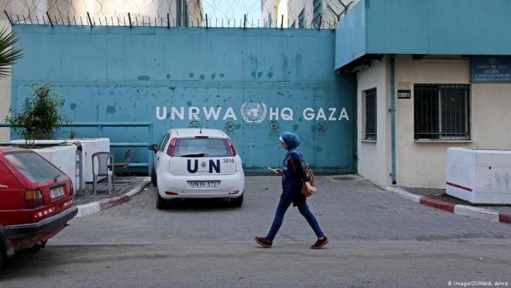 مقر الأونروا في غزة - الأونروا تحذر من كارثة بسبب نقص الدعم الدولي لملايين اللاجئين الفلسطينيين.