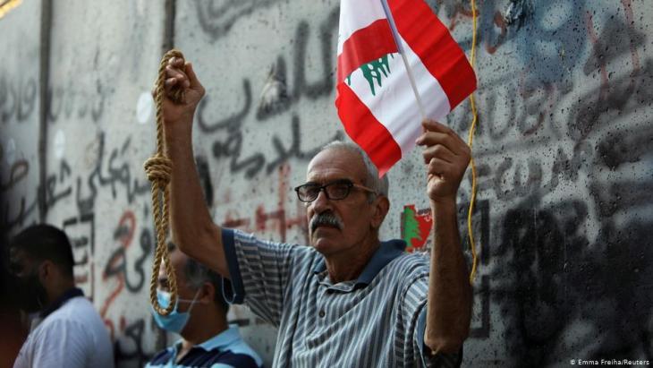 أحد المحتجين في ذكرى الاحتجاجات المناهضة للحكومة في بيروت - لبنان.  (photo: Reuters/Emma Freiha)