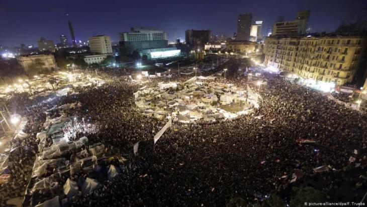 احتجاجات حاشدة في ميدان التحرير في القاهرة عام 2011 – مصر.  (Foto: Picture / alliance/ dpa/F.Trueba)