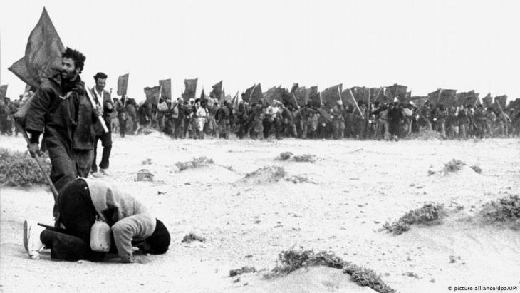 """""""مسيرة خضراء"""" ضخمة مطالبة باستكمال """"وحدة المغرب الترابية"""" عام 1975."""