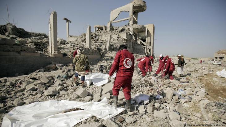 منطقة يمنية بعد قصف جوي - اليمن.