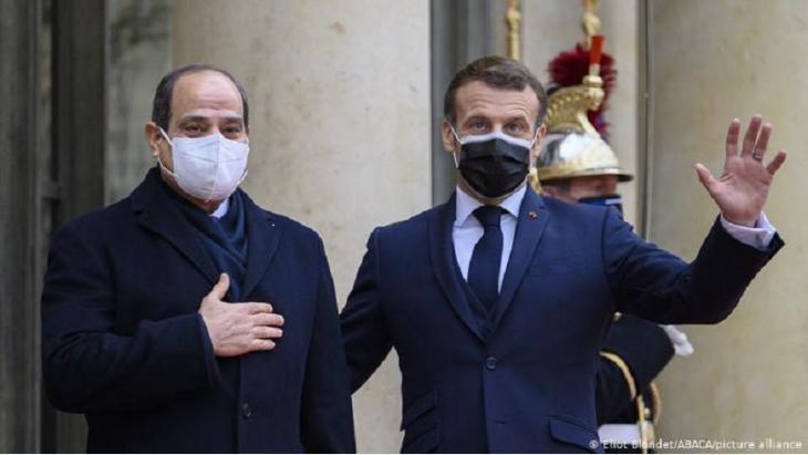 الرئيس الفرنسي إيمانويل ماكرون والرئيس المصري عبد الفتاح السيسي.
