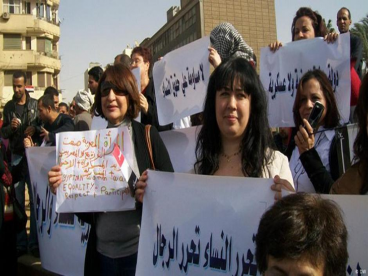 نساء يتظاهرن في عام 2012 في القاهرة. Foto: Ahmed Abo Elqasem/DW