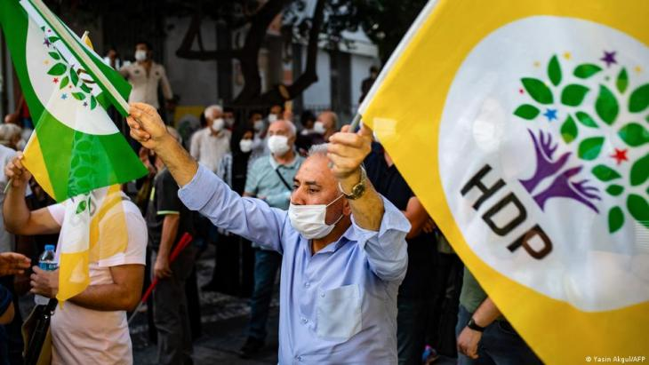 صورة رمزية – أنصار الشعوب الديمقراطي الموالي للأكراد. Foto: Yasin Akgul/AFP
