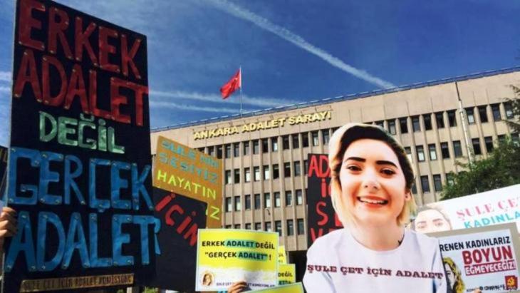 جرائم قتل النساء في تركيا. واحدة من الجرائم التي بقيت عالقة في أذهان الناس في تركيا، هي جريمة قتل الشابة ذات الـ 23 ربيعا، سولو جيت في انقرة في شهر مايو/ أيار من عام 2018.