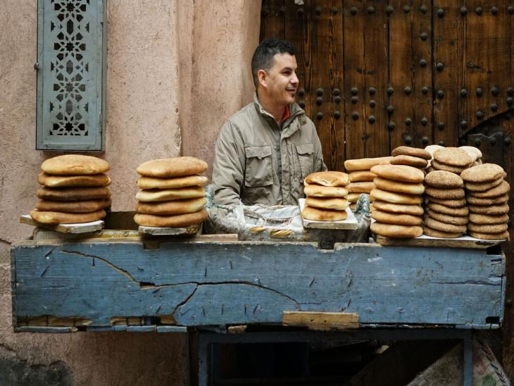 بائع خبز في سوق مراكش - المغرب. Foto: Marian Brehmer