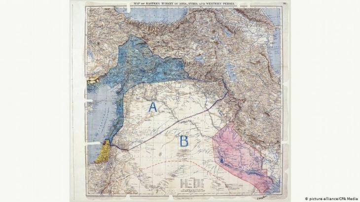 الخريطة الأصلية لاتفاقية سايكس بيكو. تم تحديد منطقة الانتداب الفرنسي باللون الأزرق والبريطاني باللون الأحمر.   (Foto: CPA Media)