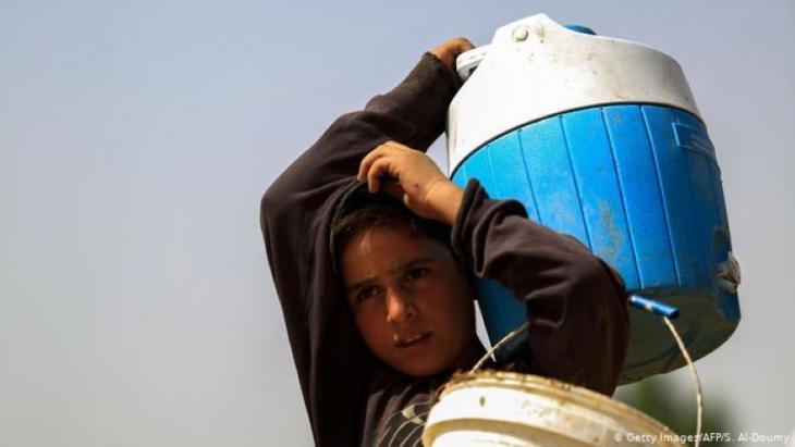 """""""الاضطرابات المناخية (وتقليل دعم الماء والوقود والكهرباء) كانت عاملا إضافيا ومسرعًا للأزمة السياسية في سوريا"""".  Foto: Getty Images/AFP"""
