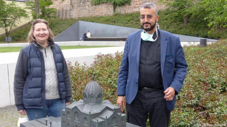 مونيكا بونك وبلال الزيات صديقان قديمان أسسا جمعية تكافح من أجل الحوار والتعايش بين المسلمين واليهود.
