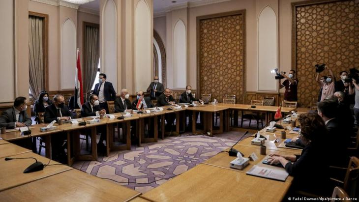 انطلاق المشاورات المصرية التركية في القاهرة حول عودة العلاقات بين البلدين - لأول مرة منذ الإطاحة بمحمد مرسي يزور القاهرة وفد تركي بهذا المستوى.