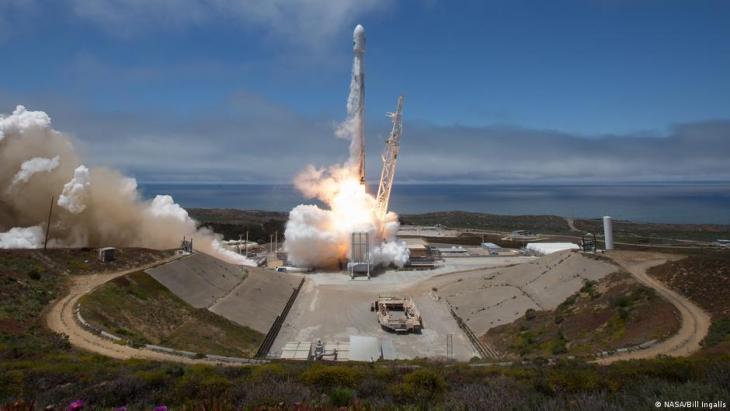 """إطلاق قمر صناعي يحمل تقنية اسمها """"استعادة الجاذبية وتجربة المناخ"""" أو (GRACE) لوكالة أبحاث الفضاء الأمريكية ناسا في عام 2018."""