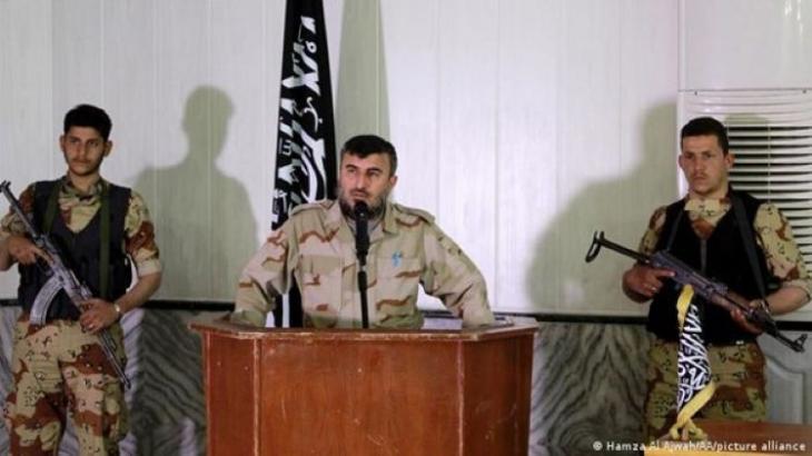 """زهران علوش، زعيم """"جيش الإسلام"""" الذي قُتل في غارة جوية في ريف دمشق (photo: Hamza Al Almahi/AA/picture-alliance)"""