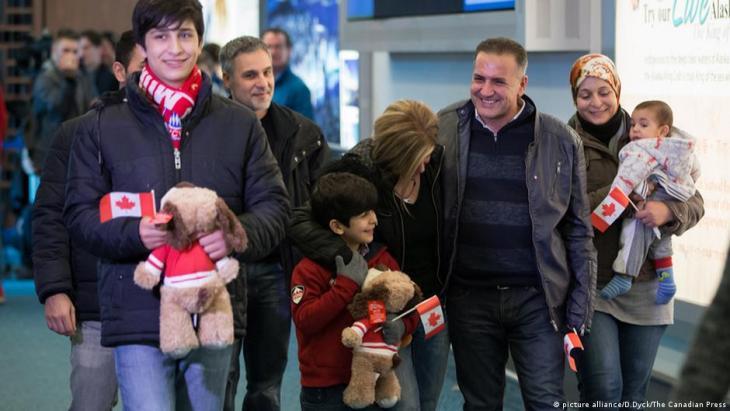مهاجرون لحضة وصولهم الى كندا الصورة picture allinance