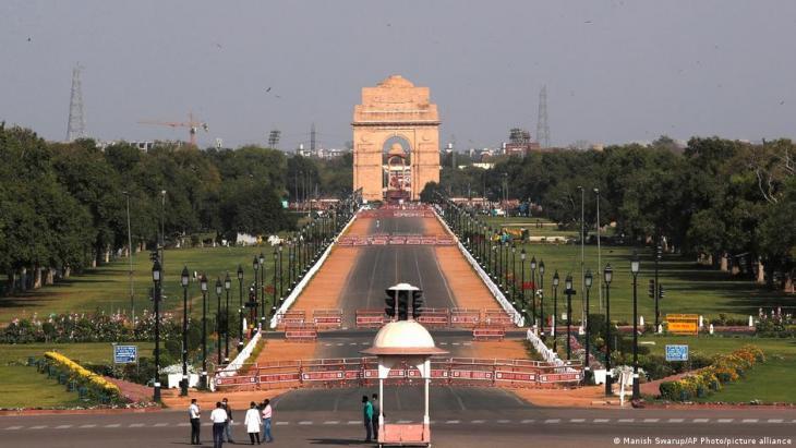 جانب من مشروع سنترال فيستا في نيودلهي في الهند - بتخطيط من رئيس الوزراء ناريندرا مودي، والمتضمن بناء مجموعة من المباني الحكومية الجديدة.  (photo: Manish Swarup/AP Photo/picture-alliance)