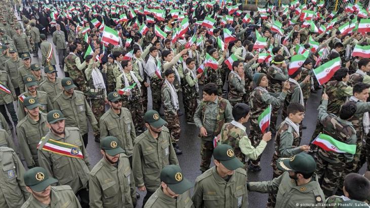 آلاف الإيرانيين يحتشدون في طهران لإحياء ذكرى الثورة الإسلامية