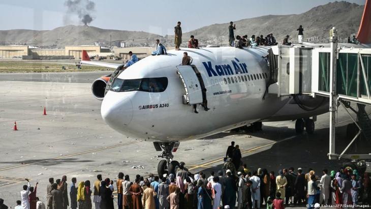 فوضى في مطار كابول - أفغانستان. Afghanistan Chaos am internationalen Flughafen Hamid Karzai in Kabul Foto Getty Images