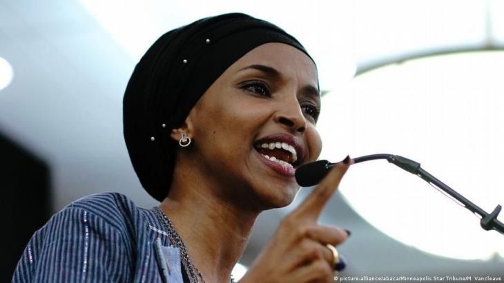 الأمريكية المسلمة من أصل صومالي إلهان عمر عضوة مجلس النواب الأمريكي عن الديمقراطيين.  (photo: picture-alliance/abaca/Minneapolis Star Tribune/M. Van Cleave)