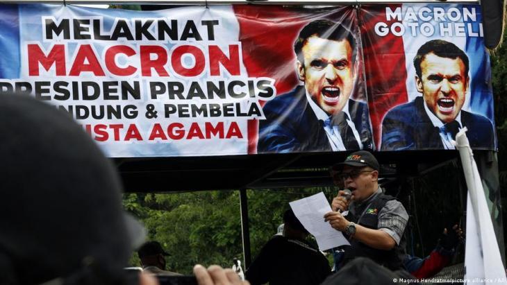 مظاهرة ضد الرئيس الفرنسي إيمانويل ماكرون في إندونيسيا ذات الأغلبية المسلمة.  (photo: picture-alliance/AP)
