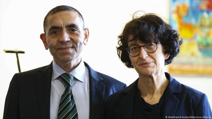 أوغور شاهين وزوجته أوزليم توريسي وهما الزوجان اللذان شاركا في تأسيس شركة بيونتك الألمانية للأدوية التي صنعت أنجح لقاح ضد فيروس كورونا