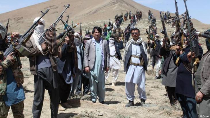 بعض أبناء أقلية الهزارة في أفغانستان لجأوا إلى حمل السلاح وتشكيل جبهة مقاومة ومن بينهم ذو الفقار أوميد – النائب السابق في البرلمان والذي أصبح أحد قادة المقاومة.  (photo: private)