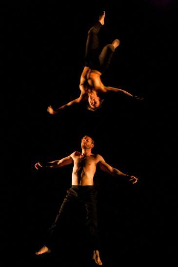 أداء راقص لـ سيدي العربي الشرقاوي.  photos: Koen Broos
