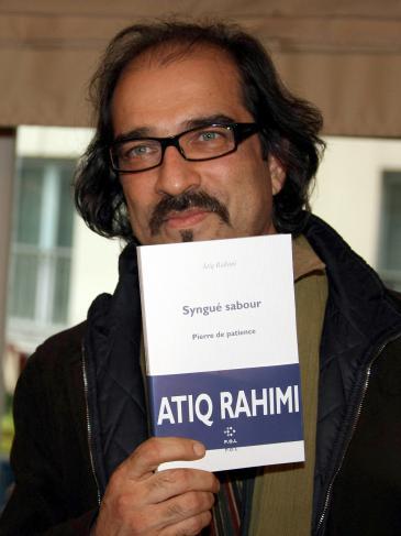 """Atīq Raḥīmī präsentiert sein Buch """"Stein der Geduld"""", für das er 2008 den Prix Goncourt erhielt; Foto: dpa/picture-alliance"""